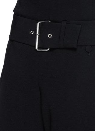 细节 - 点击放大 - ALEXANDER WANG  - 腰带装饰褶裥绉绸短裤