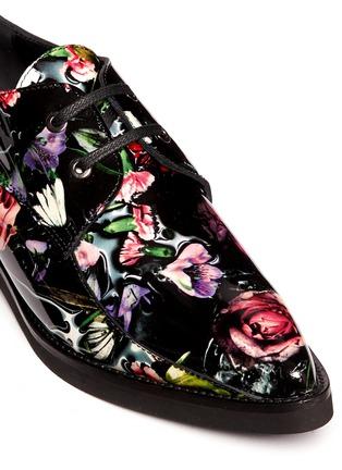 Detail View - Click To Enlarge - MC Q SHOES - 'Kim' floral print patent leather Derbies