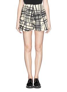 CHICTOPIAStroke print pleat shorts