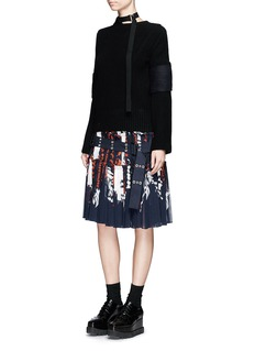 Sacai Calligraphy print belted plissé pleat skirt