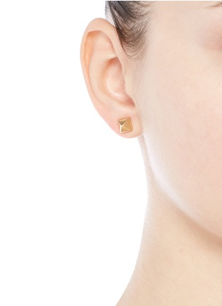 Figure View - Click To Enlarge - Eddie Borgo - Pyramid stud brass earrings