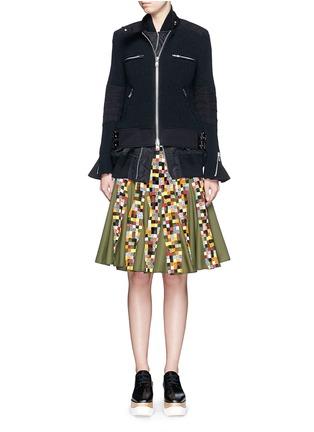 模特儿示范图 - 点击放大 - SACAI - 双层拼贴针织机车夹克