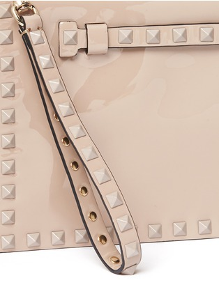 Detail View - Click To Enlarge - Valentino - 'Punkouture Rockstud' patent leather foldover clutch