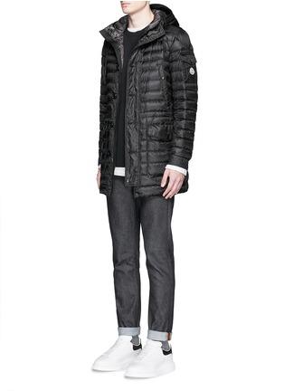 模特儿示范图 - 点击放大 - MONCLER - BENJAMIN长款连帽羽绒外套