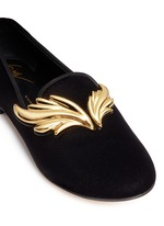 Dalila金色镜面翅膀装饰天鹅绒平底便鞋