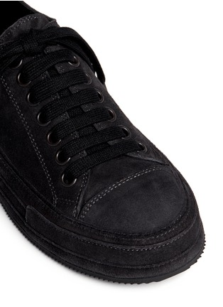 Detail View - Click To Enlarge - ANN DEMEULEMEESTER SHOES - Suede low top sneakers
