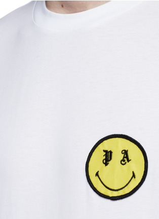 Detail View - Click To Enlarge - Palm Angels - x Smiley® logo patch cotton T-shirt
