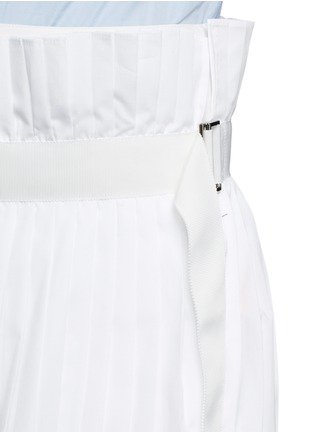 Detail View - Click To Enlarge - Sacai - Paperbag waist pleat poplin long shorts