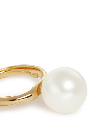 Detail View - Click To Enlarge - Kenneth Jay Lane - Large glass pearl ring