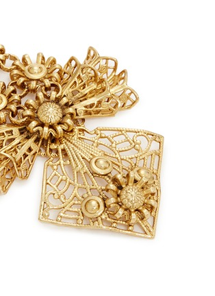 Detail View - Click To Enlarge - Miriam Haskell - Carved floral filigree bow earrings