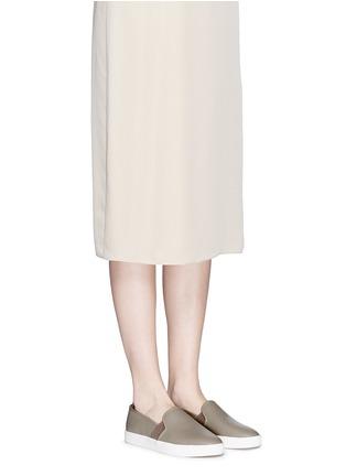 模特儿示范图 - 点击放大 - VINCE - BLAIR镂空真皮平底便鞋