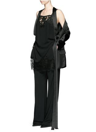 模特儿示范图 - 点击放大 - GIVENCHY - 花卉蕾丝拼接绉绸连体裤