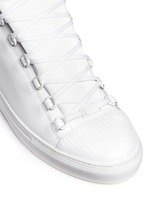 Carbone effect leather sneakers
