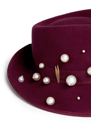 Detail View - Click To Enlarge - Piers Atkinson - 'Virna' faux pearl wool felt trilby hat