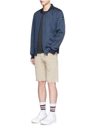 模特儿示范图 - 点击放大 - DENHAM - 微弹性棉质短裤