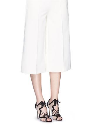 模特儿示范图 - 点击放大 - NICHOLAS KIRKWOOD - 绒面皮拼接系带高跟鞋