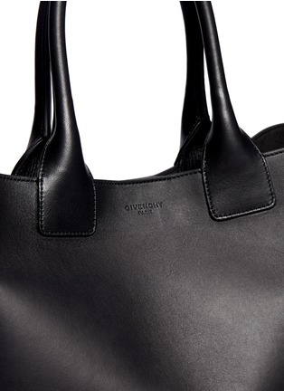 - Givenchy - Easy medium leather tote