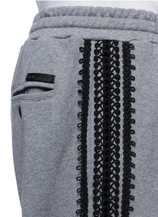 细节 - 点击放大 - DOLCE & GABBANA - 钩花装饰纯棉休闲裤