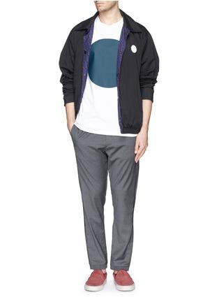 模特儿示范图 - 点击放大 - MAURO GRIFONI - 深蓝色胶块拼贴长裤