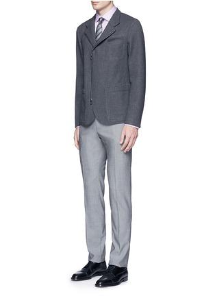 模特儿示范图 - 点击放大 - ARMANI COLLEZIONI - 修身横纹提花纯棉衬衫