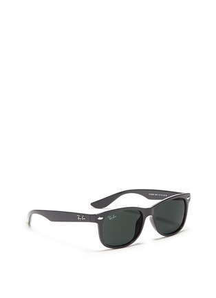 模特儿示范图 - 点击放大 - RAY-BAN - 'New Wayfarer Junior' plastic sunglasses