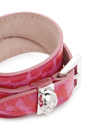 Detail View - Click To Enlarge - Alexander McQueen - Skull loop double wrap leopard print leather bracelet