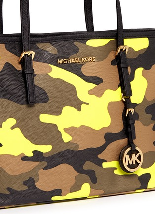 Detail View - Click To Enlarge - Michael Kors - 'Jet Set Travel' small camouflage saffiano tote