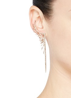 Cristinaortiz Diamond 9k gold mismatched feather earrings