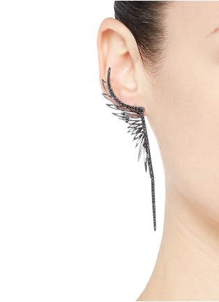 Cristinaortiz-Black diamond 9k gold single wing creeper earring