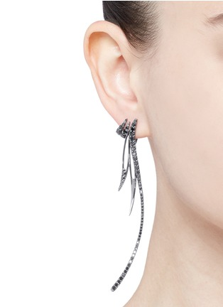 Cristinaortiz - Black diamond 9k gold asymmetric earrings