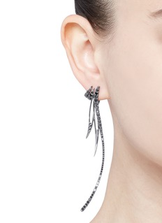 Cristinaortiz Black diamond 9k gold asymmetric earrings