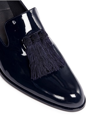 Detail View - Click To Enlarge - Stuart Weitzman - 'Razmataz' tassel patent leather loafers