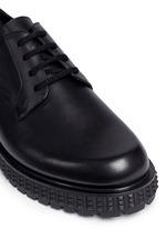 铆钉鞋底真皮系带鞋