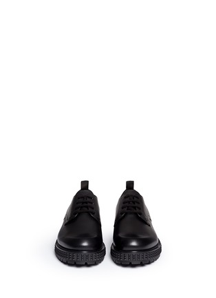 模特儿示范图 - 点击放大 - VALENTINO - 铆钉鞋底真皮系带鞋