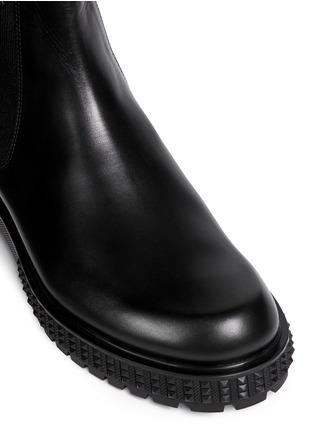 细节 - 点击放大 - VALENTINO - 铆钉鞋跟真皮短靴