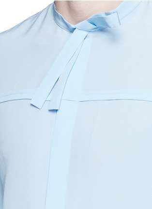 Detail View - Click To Enlarge - Gucci - Neck sash silk crepe shirt
