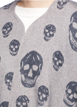 Detail View - Click To Enlarge - Alexander McQueen - Skull wool-cashmere knit cape