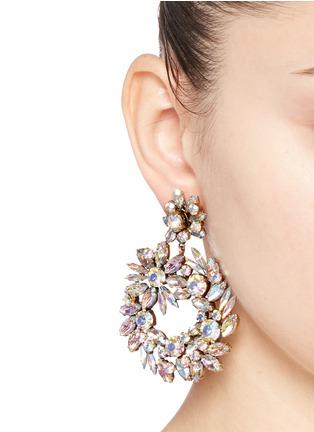 模特儿示范图 - 点击放大 - J.CREW - 幻彩仿水晶环状垂坠耳环