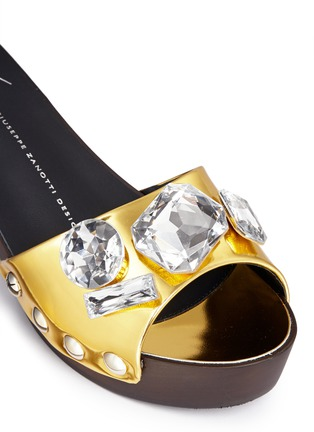 Detail View - Click To Enlarge - Giuseppe Zanotti Design - 'Gladis' jewelled mirror leather clog sandals