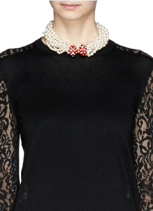 Figure View - Click To Enlarge - Kenneth Jay Lane - Ladybird clasp pearl choker necklace