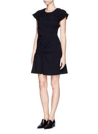 模特儿示范图 - 点击放大 - 3.1 PHILLIP LIM - Smock panel matelasse dress