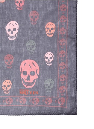 Detail View - Click To Enlarge - Alexander McQueen - Bicolour skull silk scarf