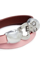 Horsebit twin skull double wrap leather bracelet