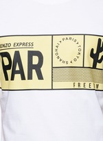 Travel tag print T-shirt