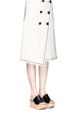 模特儿示范图 - 点击放大 - CHLOÉ - CAMILLE小牛皮坡跟穆勒鞋