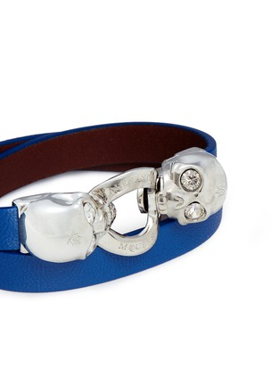 Detail View - Click To Enlarge - Alexander McQueen - Horsebit twin skull double wrap leather bracelet