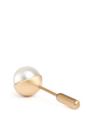 Detail View - Click To Enlarge - Shihara - 'Half Pearl 45°' Akoya pearl 18k yellow gold single stud earring