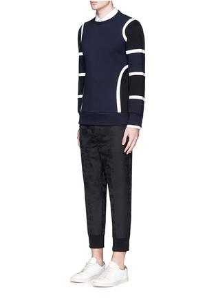 模特儿示范图 - 点击放大 - NEIL BARRETT - 车缝线拼色太空棉卫衣