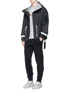 MONCLER CAPSULE x OFF-WHITE交叉箭头图案针织衣领T恤