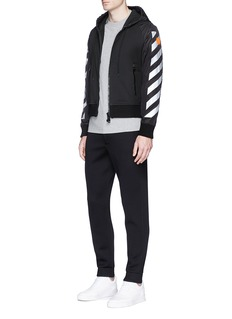 MONCLER CAPSULE x Off-White斜条纹及箭头胶印纯棉T恤